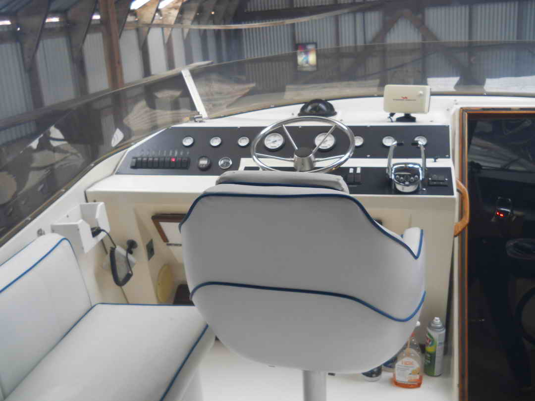 Bayliner Pilothouse Yacht image 9