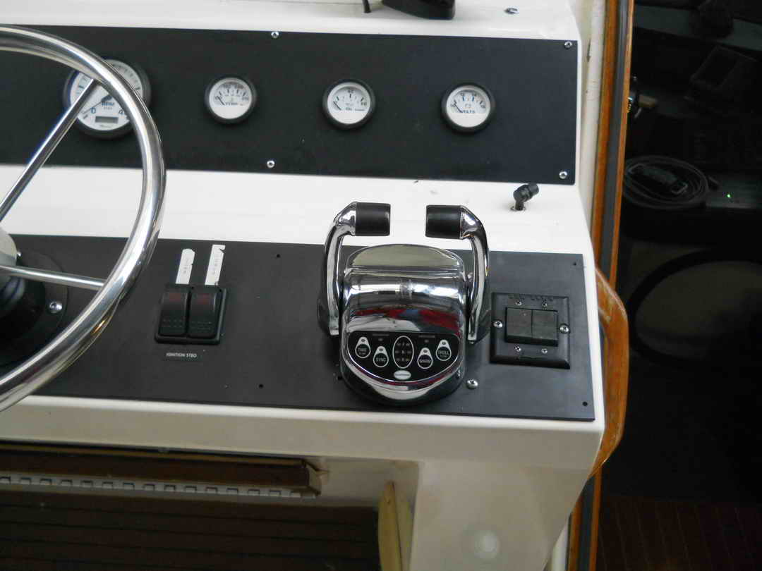 Bayliner Pilothouse Yacht image 11